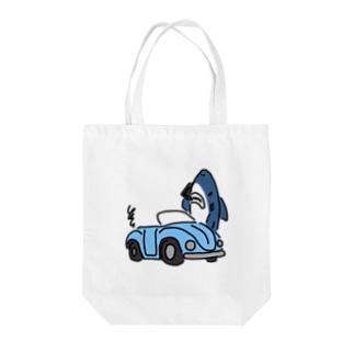ロードサービスを手配するサメ Tote bags