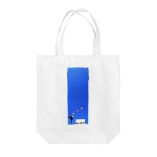 タワークレーンと青空 Tote bags