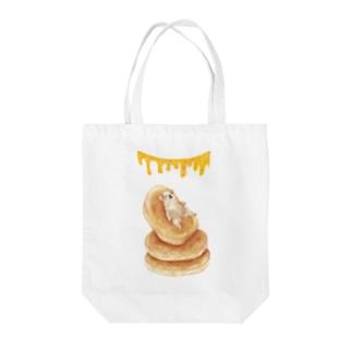 ホットケーキに身をゆだねるパグ Tote bags
