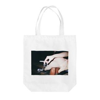 『あいつ、おせーな』 Tote bags
