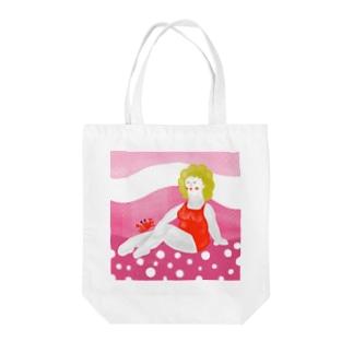 砂浜の美女 Tote bags