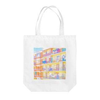 朝の街 洗濯物 スクエア Tote bags