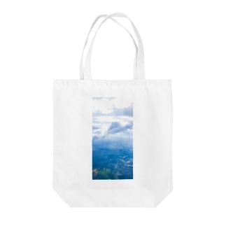 雲と森と街 空 Tote bags