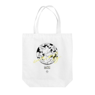wait in the fog Tote bags