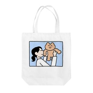 くまだっこ Tote bags