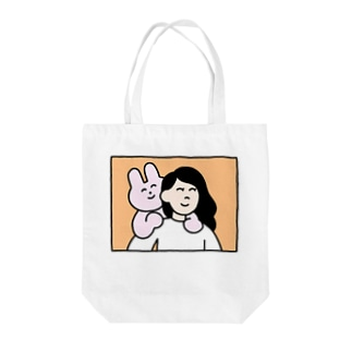 うさおんぶ Tote bags