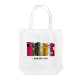 本棚とピカソ Tote bags