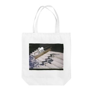 手すりをご利用ください のぶた Tote bags