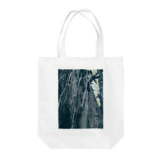 大きなイチョウの木(カラー) Tote bags