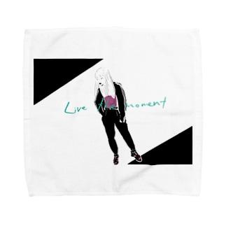 LIVE THE MOMENT ガール Towel handkerchiefs