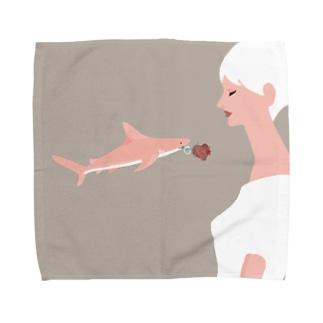 サメのプロポーズ Towel handkerchiefs