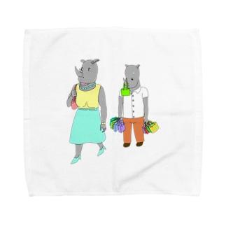 荷物を持たされるサイ Towel handkerchiefs