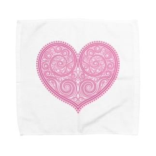 ゴージャスなアクセサリーのようなピンクのハートマーク Towel handkerchiefs