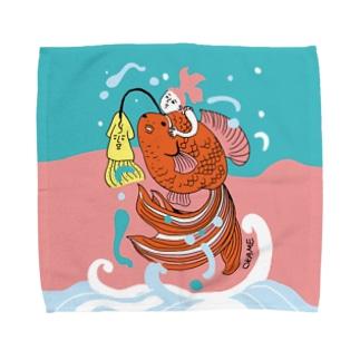 跳ね金魚(背景カラー) Towel handkerchiefs