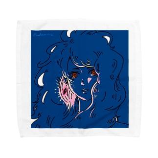赤い瞳と耳飾り Towel handkerchiefs