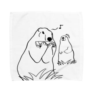 餌を食べてると思いきやハーモニカを吹くマーモットに驚くマーモット Towel handkerchiefs
