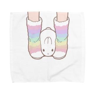 完璧にはさまれるうさぎ Towel handkerchiefs