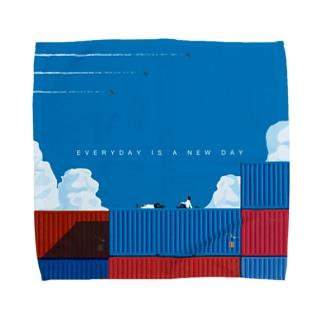 コンテナの上でサボる。 Towel handkerchiefs
