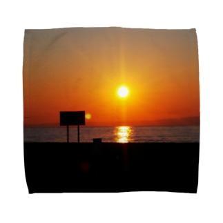 看板は夕日を見ていた Towel handkerchiefs