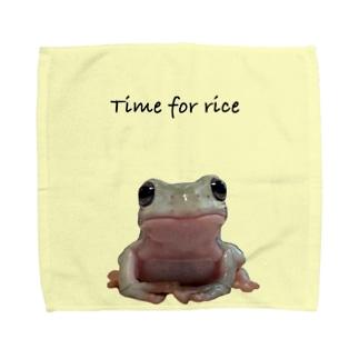 ご飯の時間 イエアメガエル Towel Handkerchief