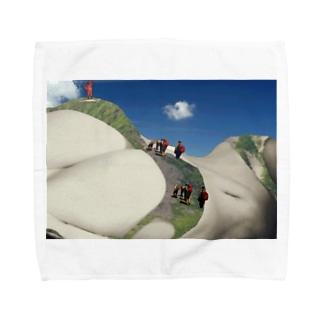 世界最高峰女体山に登頂するアタック隊 Towel handkerchiefs