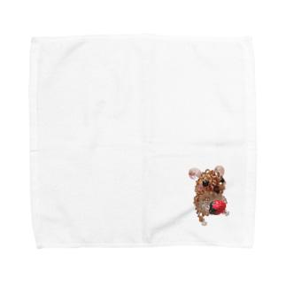 イチゴを持ったナキネズミちゃん Towel handkerchiefs