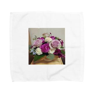 バラとブルースターのアレンジ Towel handkerchiefs
