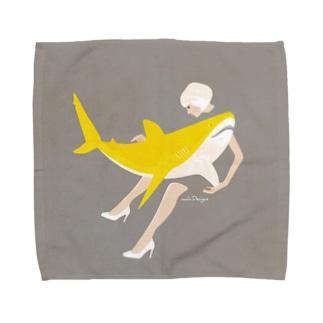 月のようなサメと女子 Towel handkerchiefs