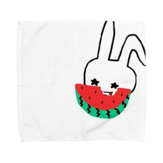 スイカを食べる八重歯うさぎ Towel handkerchiefs