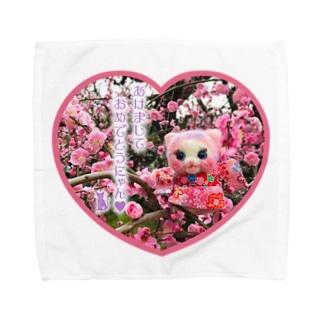 ❤️年賀❤️梅とキャンディ❤️(あけましておめでとうにゃん) Towel handkerchiefs