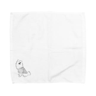 おすわりをした日本スピッツ Towel handkerchiefs