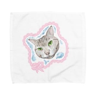 見つめるニャンコ Towel handkerchiefs