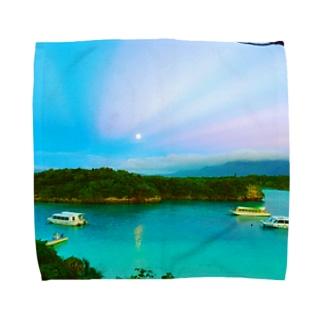 川平湾と月とマジックアワー Towel handkerchiefs