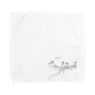 テレビを見る子供 Towel handkerchiefs