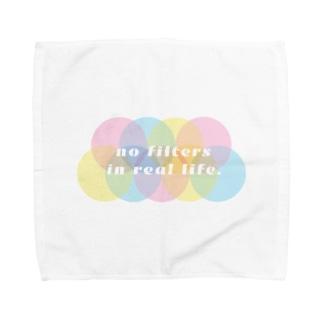 現実世界にフィルターはない。no filters in real life. Towel handkerchiefs