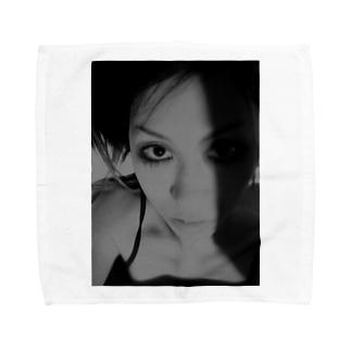 [Strychnine] zAkro フォトカード柄~壱~(モノクロ) Towel handkerchiefs