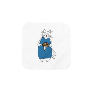 巻きしいたけ柄マキシ丈ワンピを着た猫 Towel handkerchiefs