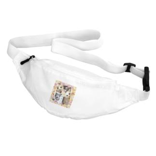3匹の覗き見ニャンコ Belt Bag