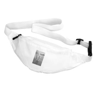 白い馬 ビーチ 白黒写真 Belt Bag