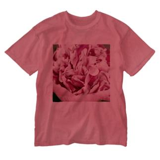 情熱のピンクシャクヤク Washed T-shirts