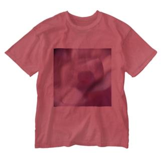 ピンクにくるくるなクルクマ Washed T-shirts