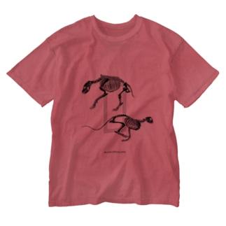 ハイエナの道とチーターの道 Washed T-Shirt