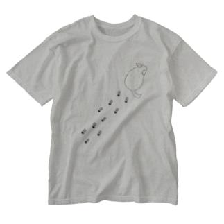 登るチンチラ Washed T-shirts