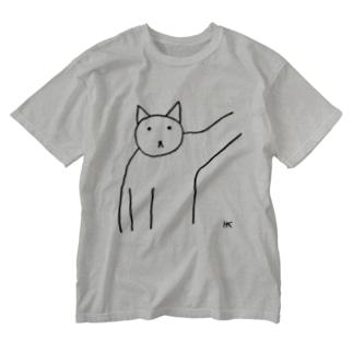 hk_illustrationのねこちゃん壁ドン Washed T-shirts