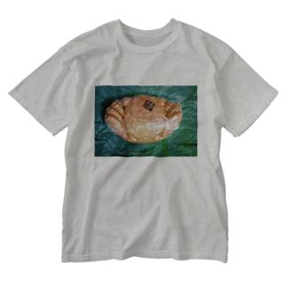 momo_emiのカニ Washed T-Shirt