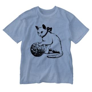ボール遊び 黒線 Washed T-shirts