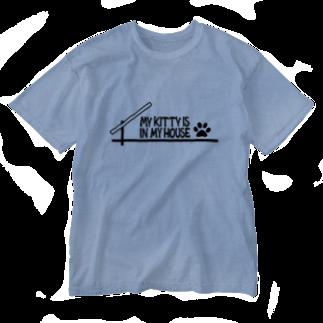 奄美の生き物応援隊の愛猫は家の中にいる Washed T-shirts