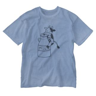 ミルク缶にしがみつくモーモーさん Washed T-shirts