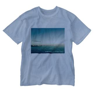Mer et ciel bleu (白抜き文字) Washed T-shirts