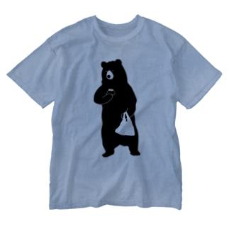 鮭(おにぎり)を捕食する熊 Washed T-shirts
